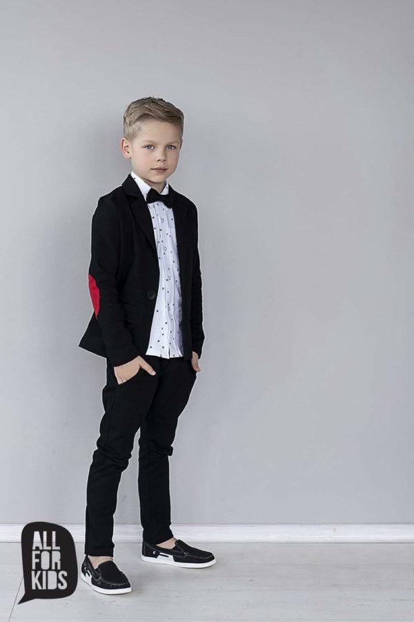 Czarny garnitur chłopięcy