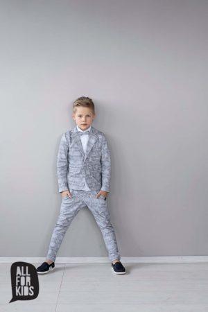 Szary garnitur chłopięcy w kratkę