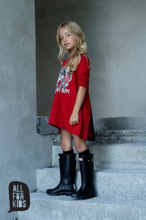 Czerwona sukienka dziewczęca z rozcięciem na plecach