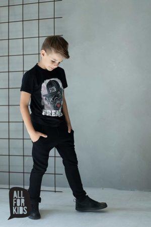 Czarny t shirt z nadrukiem dla chłopca Freaky