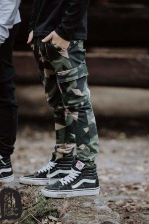 Spodnie dresowe moro dla chłopca Never Regret