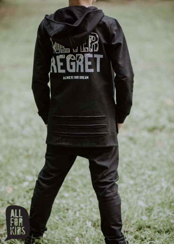 Czarne spodnie dresowe dla chłopca Never Regret