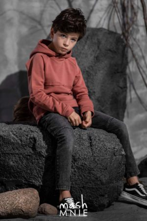 Czarne spodnie dla chłopca z przetarciami MashMnie