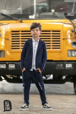Granatowe spodnie dla chłopca z szelką