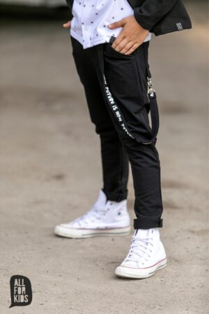 Spodnie chłopięce czarne z ozdobną szelką