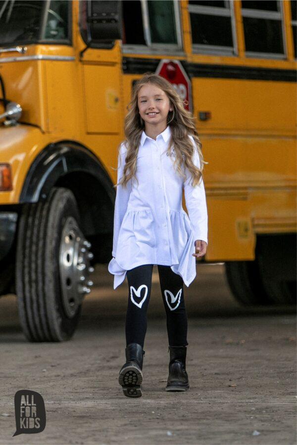 Biała koszula dla dziewczynki o asymetrycznym kroju